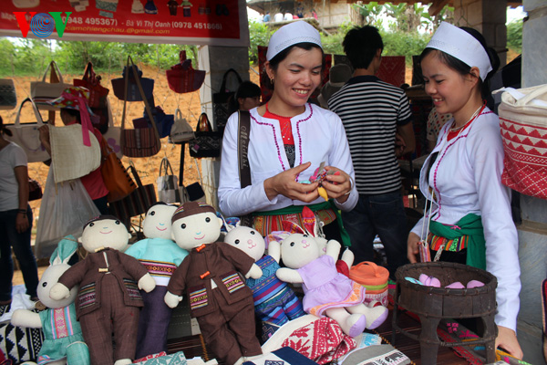 Muong girls sell their hand-made products at a market fair